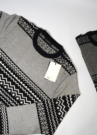 Легкий свитер отличного качества. приятный материал к телу