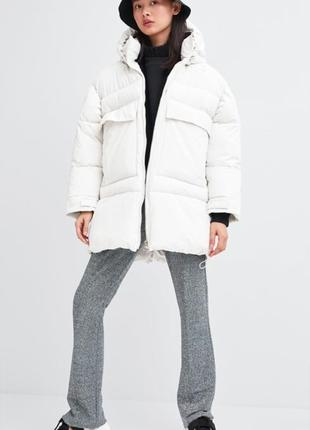 Стёганная куртка с карманами белый цвет zara, размер xs, s
