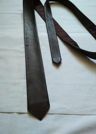 Кожаный галстук шоколадного цвета