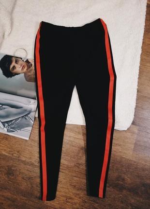 Брюки/ штаны леггенсы черные с красными лампасами