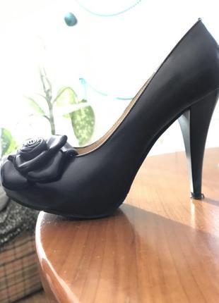 Изящные маленькие туфли