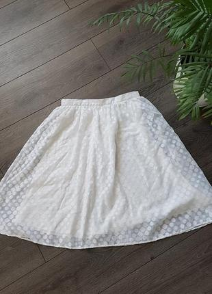 Пышная белая юбка в горошек
