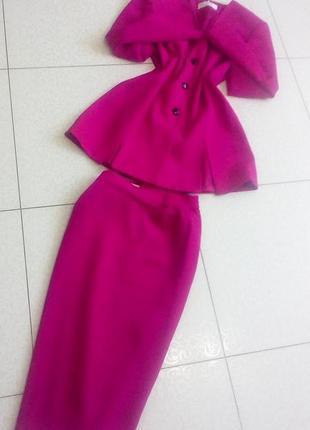 Брендовый эллегантный  костюм двойка цвета фуксия