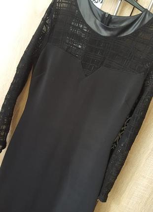 Стильное платье по фигуре с сеткой