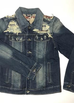 Мужская джинсовая куртка (приталенка - маломерка) отличного качества. плотный материал