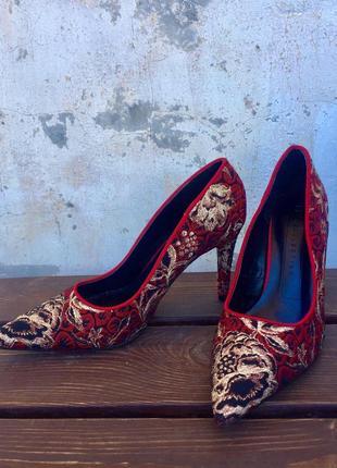 Шикарные краснве туфли на каблуке, стильные, marks & spencer