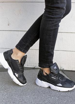 Черно-белые женские кроссовки adidas falcon разные размеры в наличии