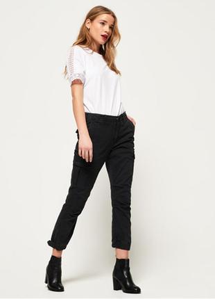 Темно-серые женские брюки-карго