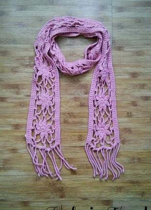 Рыхлый ажурный нежно-розовый шарф