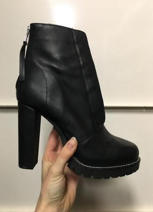 Ботинки сапоги на каблуке кожа