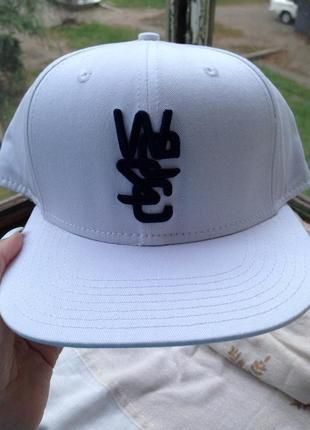 Белая кепка реперка, шапка,кепка с принтом кепка с надписью, кепка с ровным козырьком