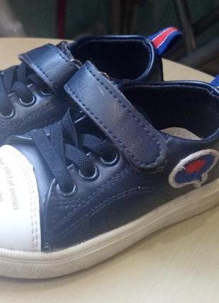 Очень классные кроссовки для маленького модника