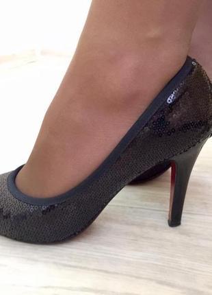 Стильные, модные черные туфли с пакетами на каблуке f&f