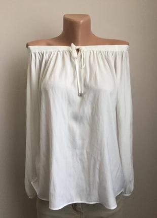 Блуза с голыми плечами