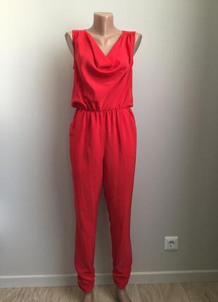 Комбинезон-брюки красного цвета