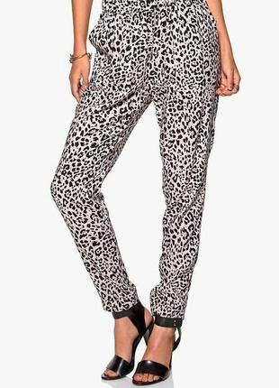 Зауженные брюки-чинос в леопардовый принт only на 46-48 размер