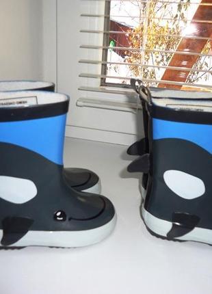 Классные резиновые сапоги impidimpi дельфины. размер 202
