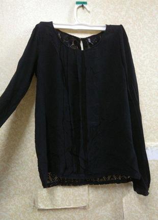Классная блуза с кружевной спинкой