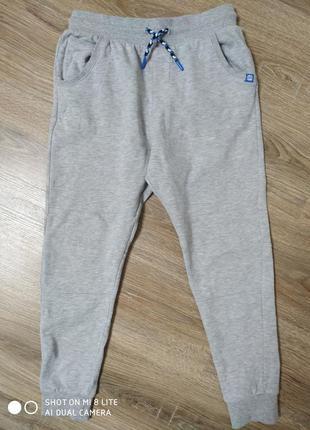 Классные спортивные штаны на мальчика 10-11лет.