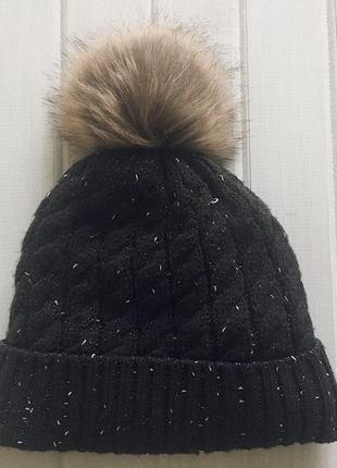 Теплая, зимняя шапка с меховым помпоном