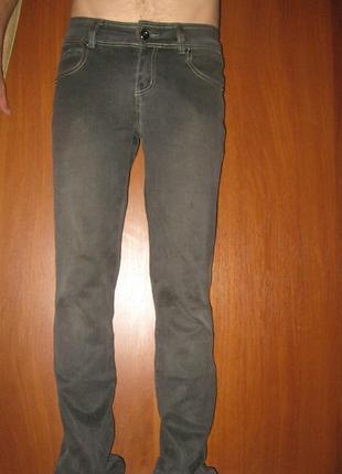 Молодежные мужские новые джинсы, р.,27,28,29,30,31, слегка приуженые, стрейч