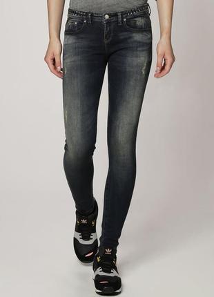 Крутые зауженные джинсы дудочки