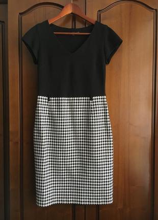 Комбинированное классическое платье миди по фигуре с небольшим рукавчиком betty jackson