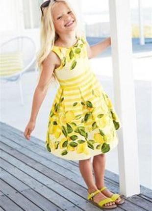 Стильное платье в лимонах на 5 лет