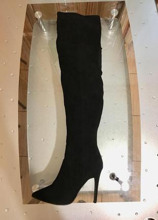 Шикарные чёрные ботфорты.