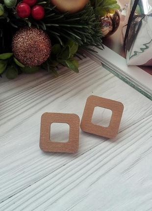 Легкі золотисті дерев'яні сережки