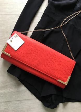 Красный клатч сумочка с цепочкой