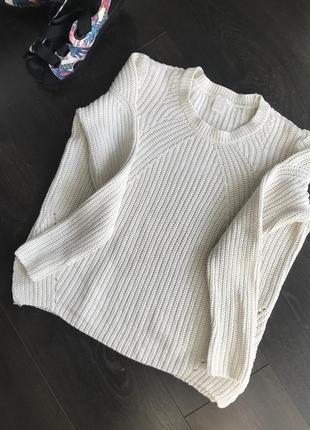 Красивый белый свитер h&m