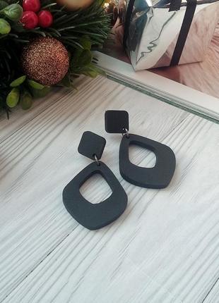 Класичні чорні дерев'яні сережки