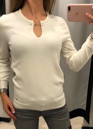 Белый свитер с украшением джемпер с жемчугом пуловер mohito есть размеры