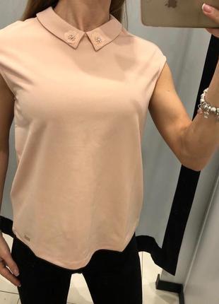 Пудровая блуза с воротничком mohito есть размеры
