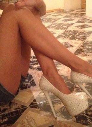 Туфельки белые в стразы