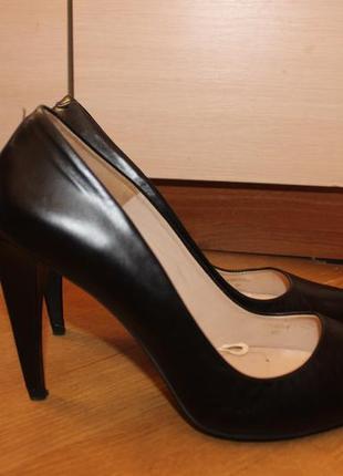 Стильні туфлі лодочки на каблуку , шкіра натуральна , zara