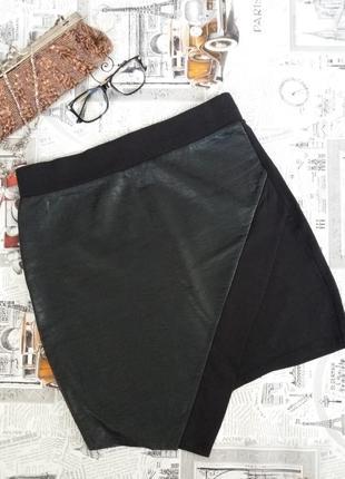 Стильная юбка мини с кожаной вставкой