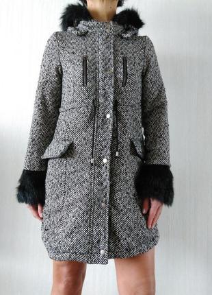 Стильное пальто в елочный принт с капюшоном jennyfer р 36