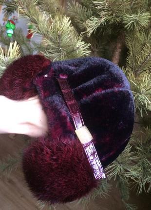 Теплая шапка с козырьком и натуральным мехом