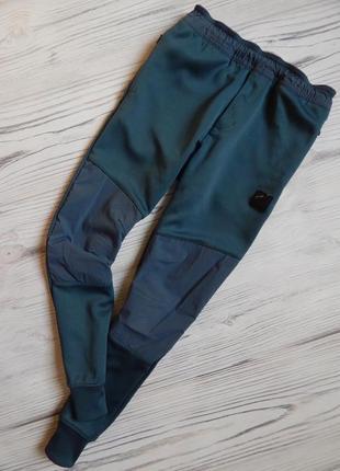 Стильные,  классные спортивные штаны от nike оригинал на мальчика 10-12лет.