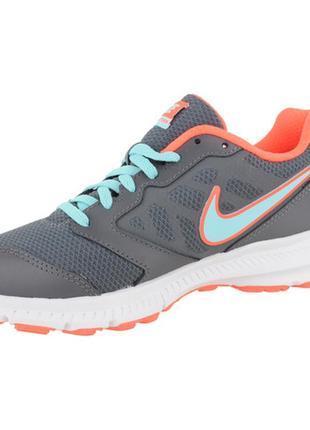 Яркие серо-оранжевые спортивные кроссовки nike