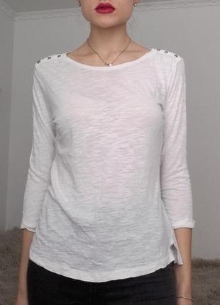 Базовая белая кофточка с пуговичками на плечах с рукавами 3/4 (приятный к телу материал)