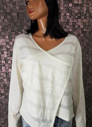 Молочный теплый свитер с эфектом на запах3