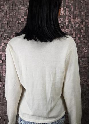 Молочный теплый свитер с эфектом на запах5