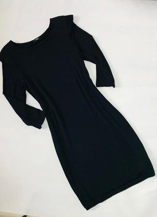 Классическое трикотажное черное платье миди с длинным рукавом