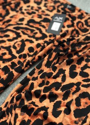 Леопардовое стильное платье с широкими рукавами.3
