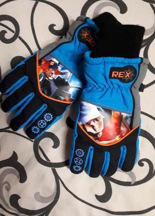 Стильные детские фирменные перчатки непромокаемые,3-4 года