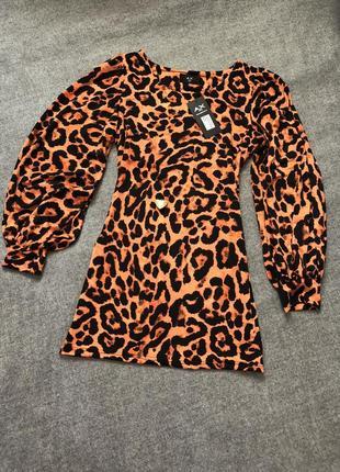 Леопардовое стильное платье с широкими рукавами.2