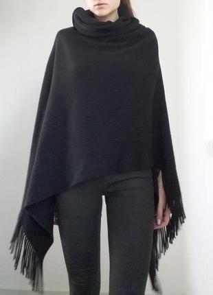 Теплое черное вязаное пончо накидка